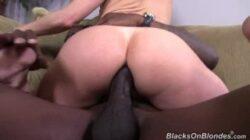 Léchage de la culotte d'une rousse XXX, sexe anal