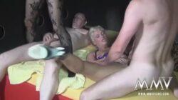 Deux vieilles putes allemandes suffisent pour une orgie porno
